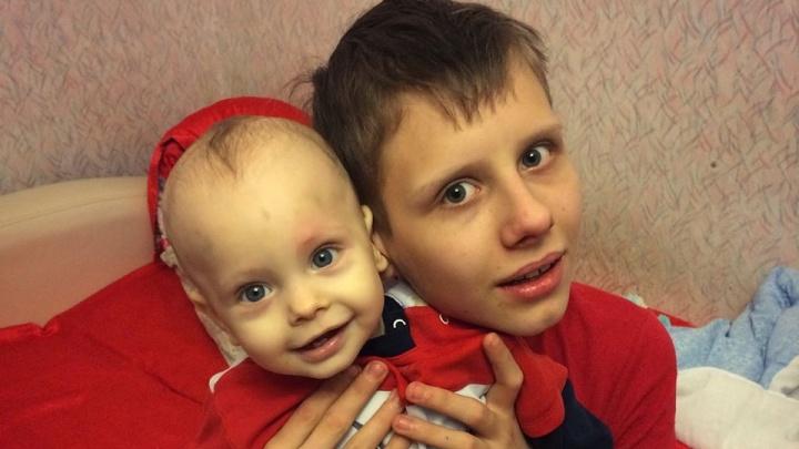 Подросток в Красноярске решил стать донором костного мозга ради спасения своего маленького брата