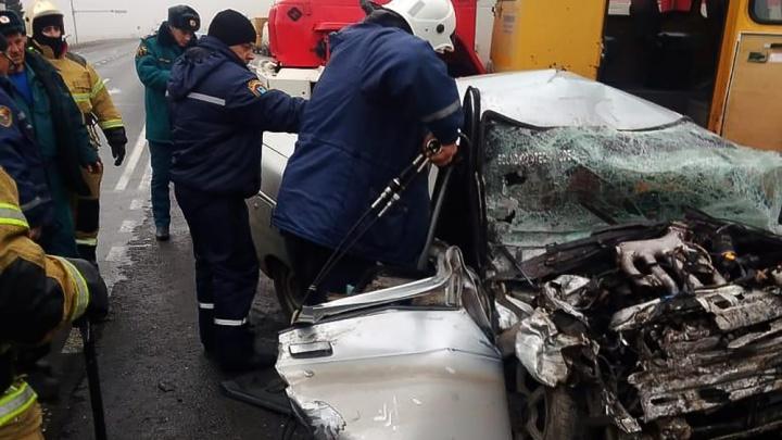 Автобус со школьниками попал в аварию в Ростовской области