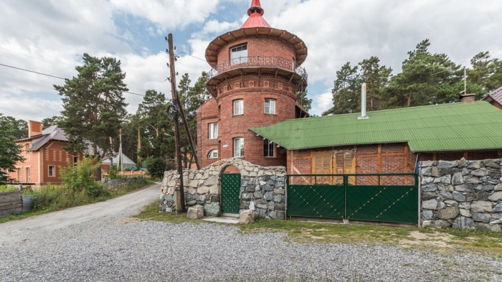 Под Новосибирском выставили на продажу отель «Старый замок»