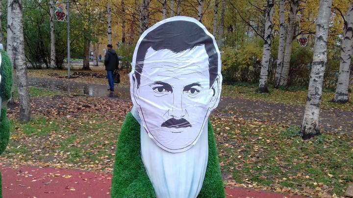 Годзиш — гном, Орлов — Белоснежка: в Архангельске на парковых фигурах появились лица политиков