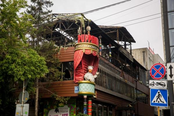 Работавший в деревянном здании ресторан загорелся вчера в восьмом часу вечера