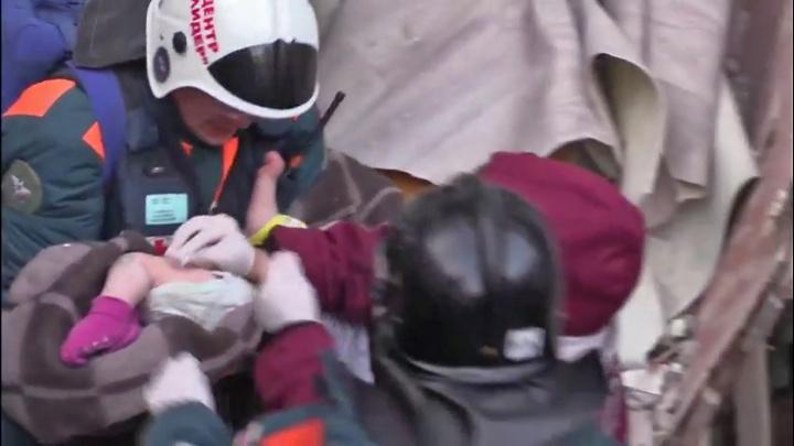 «К завалу не пускали»: папа спасённого в Магнитогорске малыша рассказал, как пережил страшные часы