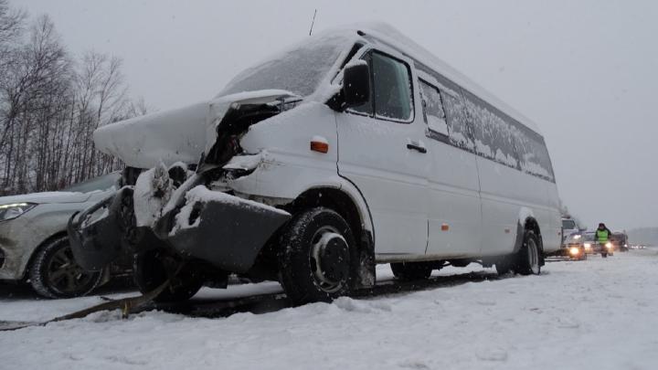 Перевозчик автобуса 107, попавшего в ДТП на трассе, работал незаконно. Но он говорит, что это слухи