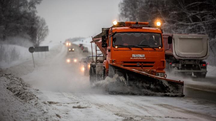 «Не видят дорогу»: на трассах появились опасные сугробы — из-за них автомобили попадают в ДТП