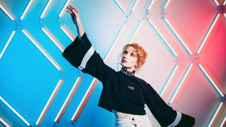 Екатеринбургская певица Монеточка выпустила новый альбом, осенью она отправится в тур по России