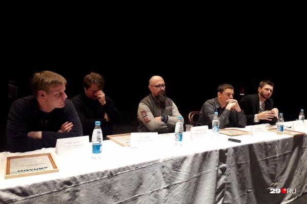 В прошлом году свои эскизы представляли также четыре режиссера, но в выборе материала они не были ограничены