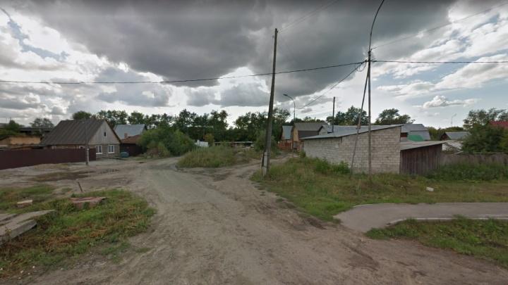 В Боровском водитель иномарки влетел в столб и сбежал с места аварии, бросив пассажиров
