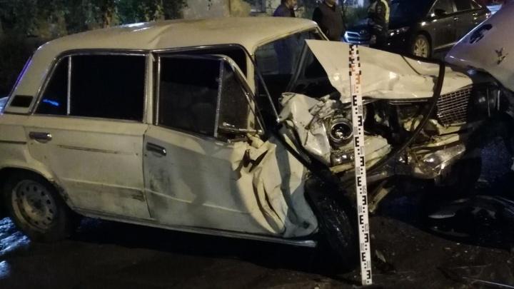 В Кургане при столкновении легковушки и «Газели» пострадал человек