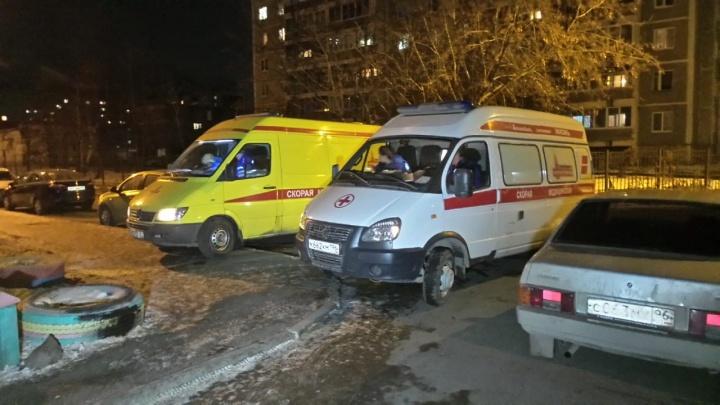 После пожара в 16-этажке в Заречном в больницу увезли двоих детей