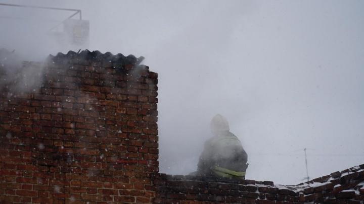 В Таганроге вспыхнул пожар в гараже: есть погибшие