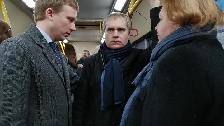 Владимир Панов вновь добирался до работы на автобусе и не опоздал, ведь ждал А-3 всего 6 минут