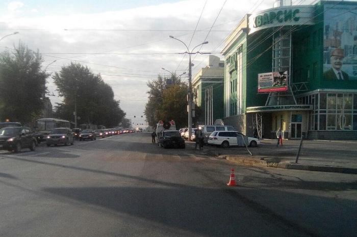 Авария произошла рядом с финансово-строительной корпорацией «Кварсис» на улице Кирова, 86