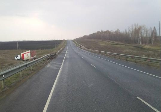 На трассе в Самарской области нашли фуру с мертвым водителем