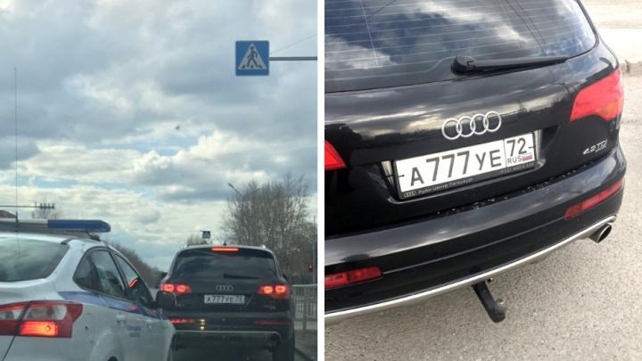 В Тюмени поймали водителей с липовыми номерами: у одного был «АУЕ», другой прилепил «777» ради фото