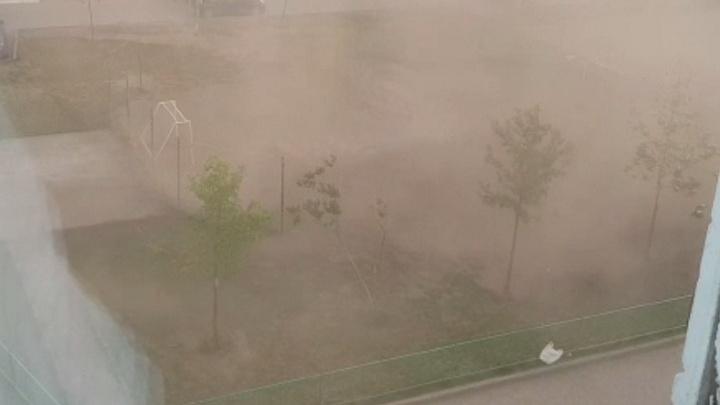 Новосибирск накрыло пыльной бурей и ливнем