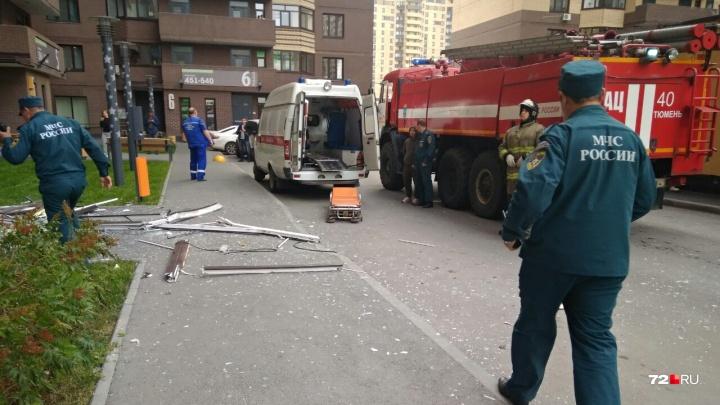 Был громкий хлопок и звук битого стекла: спасатели озвучили причину взрыва в тюменской многоэтажке