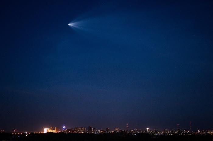Корабль «Союз МС-05» в небе над Новосибирском