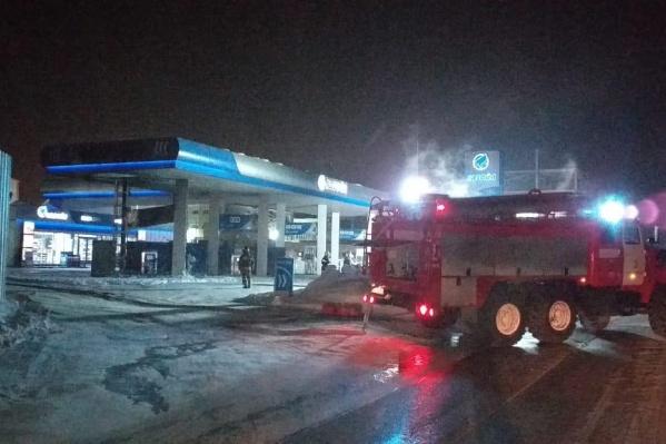 Пожарные доехали до заправки за десять минут