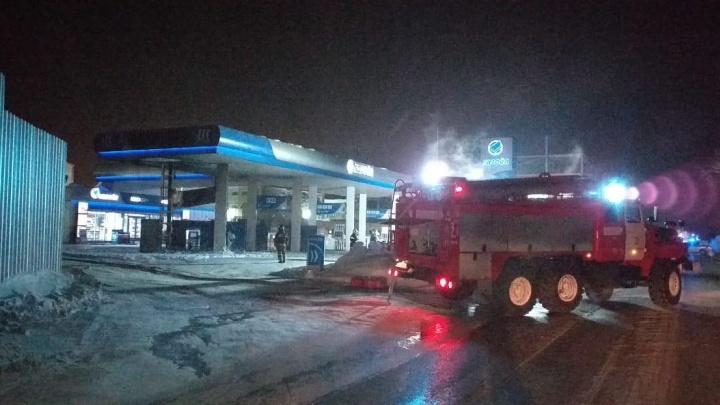 Новосибирские пожарные потушили заправку, которая могла взорваться