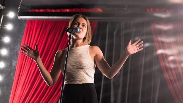 «Прожила песню для зрителей»: пермячка вышла в полуфинал конкурса «Новая звезда»