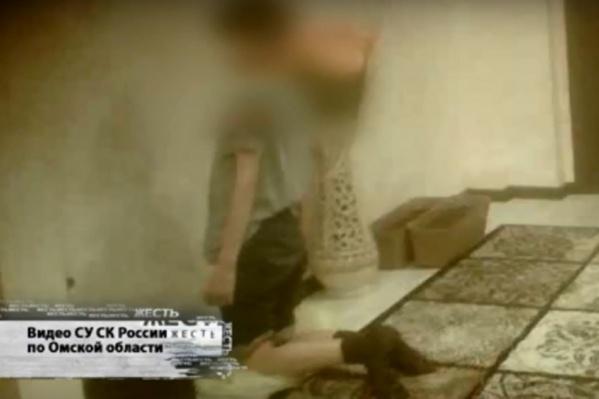 Во время последней пытки мальчик сбежал и рассказал о происходящем соседу