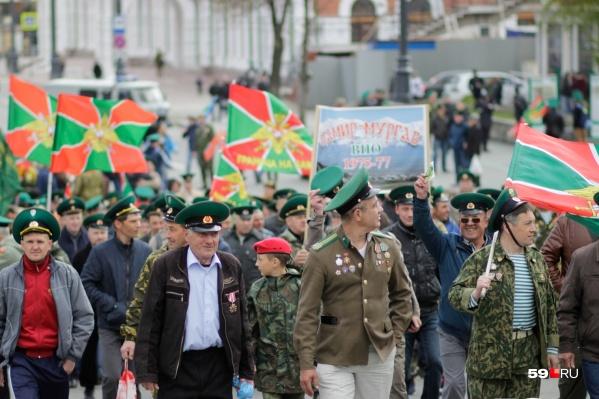 Колонна будет двигаться от набережной допамятника Уральскому добровольческому танковому корпусу