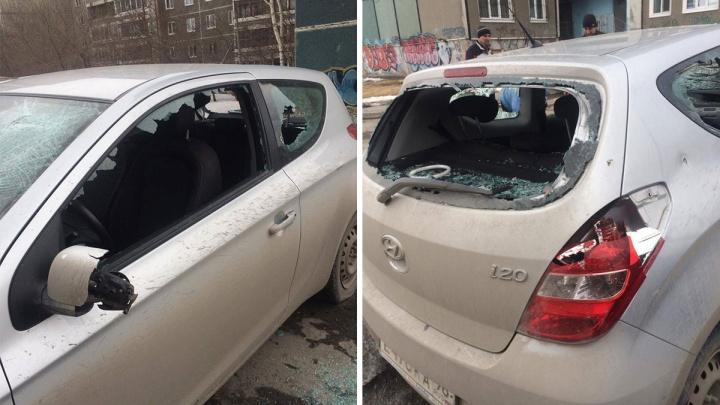 Разбили стекла и порезали шины: на Синих Камнях повредили Hyundai жены председателя ТСЖ