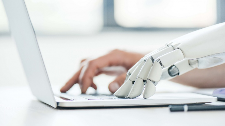 Будущее уже наступило: робота научили разбираться в резюме и приглашать на собеседование
