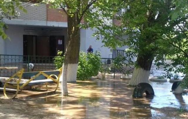В Ростове из-за коммунальной аварии кипятком затопило жилой дом