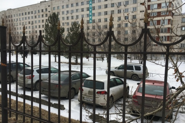 Геннадий Филимонов отрицает вину и продолжает работать в должности заведующего хирургическим отделением