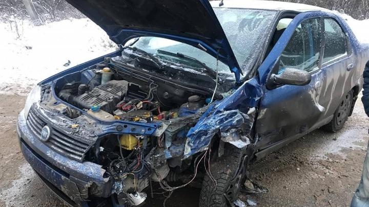 Под Уфой столкнулись FIAT Albea и Lada Kalina: среди пострадавших — пятилетний ребенок