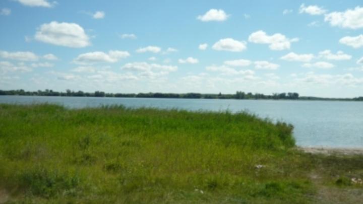 В Далматовском районе на берегу озера нашли тело мужчины
