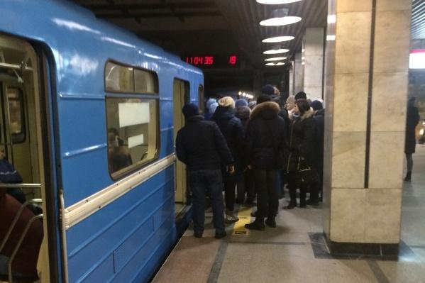 Движение поездов остановили