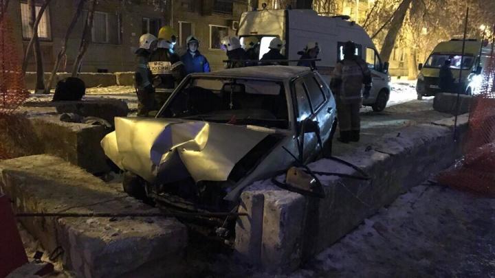 В Самаре водитель ВАЗа протаранил бетонные блоки