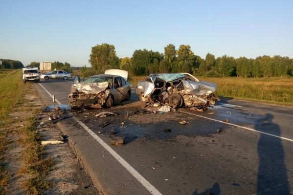 Обе машины сильно пострадали в аварии