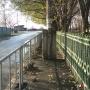 Тротуар «для стройных тюменцев», который высмеяли в соцсетях, обещали исправить