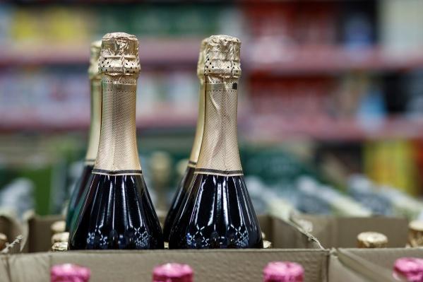 Волгоградцы больше года рисковали здоровьем, поднимая бокалы с шампанским