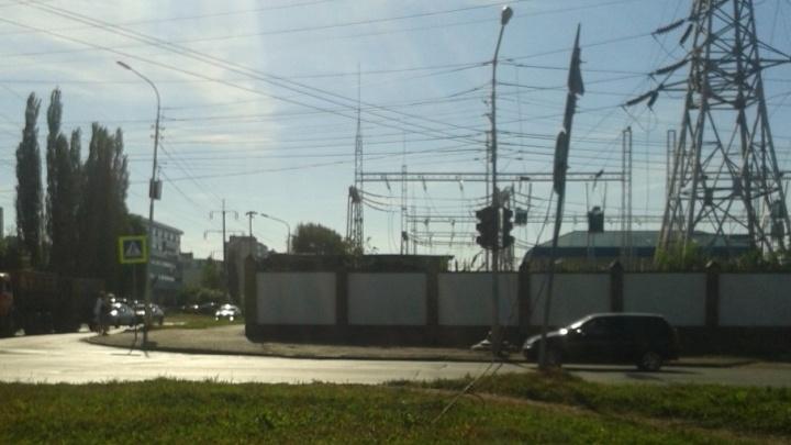 В Уфе на проезжую часть упал высоковольтный кабель
