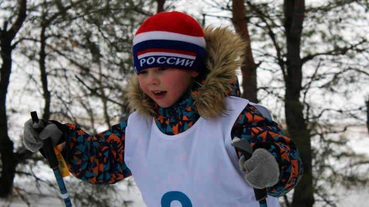«Дадим по мороженому»: волгоградские школьники встанут на гулливерские лыжи и протрут лед швабрами