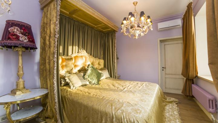 Золотая мебель, «дворцовые» люстры и четыре лоджии: в Екатеринбурге продают квартируза 35 миллионов