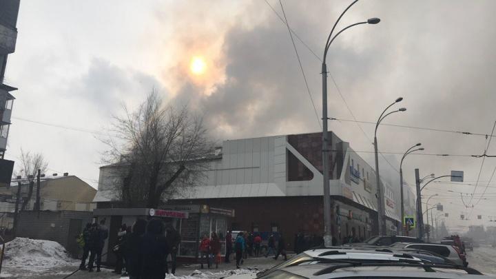 Количество погибших на пожаре в кемеровском ТЦ превысило 50 человек