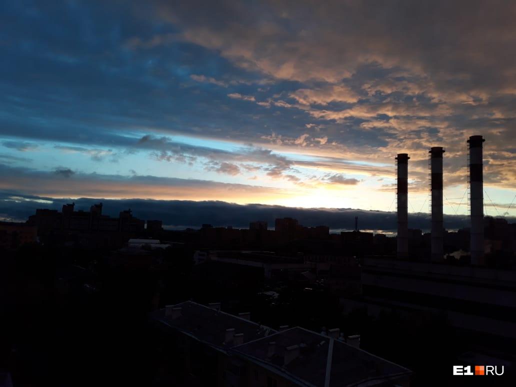 Небо в районе улицы Гурзуфской
