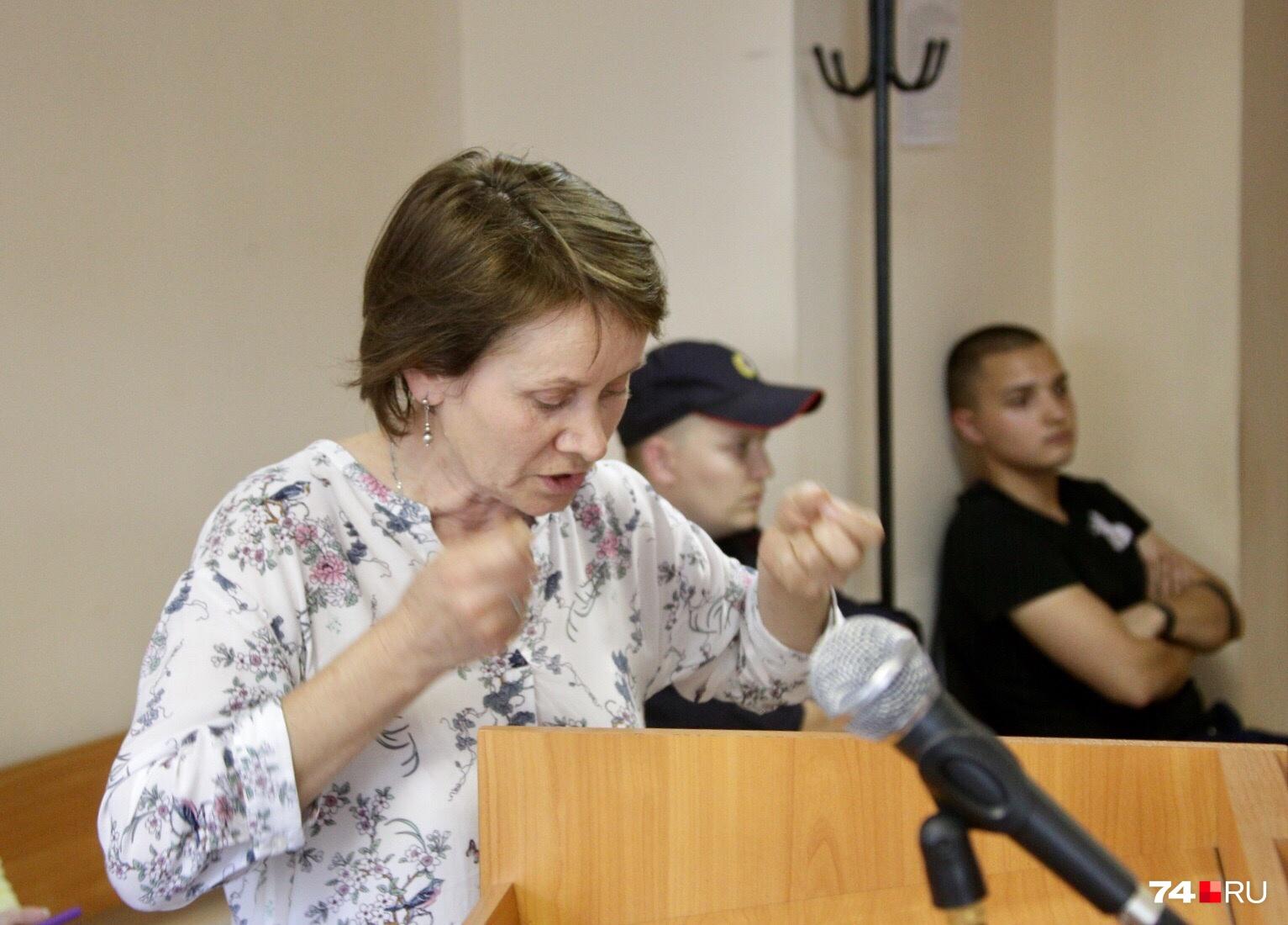 Преодолевая слёзы, мама девушки подробно рассказала, как себя вёл убийца дочери
