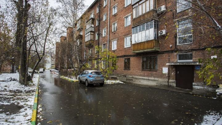 Ходят по этажам, расспрашивают: жильцы дома и полиция выгнали двух установщиков сигнализаций