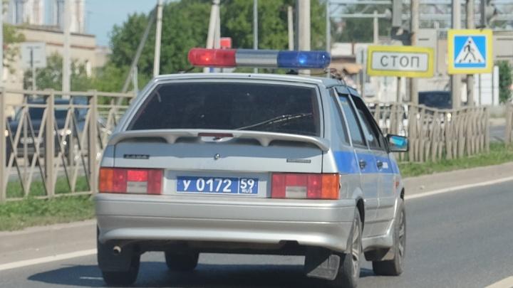 В Перми иномарка врезалась в бетонный блок: трое человек пострадали