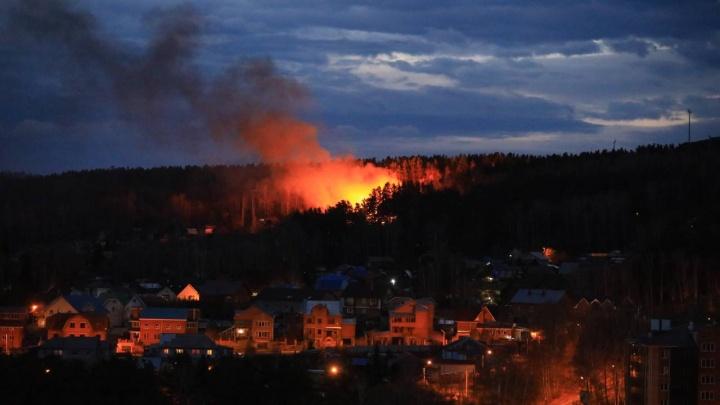На Николаевской сопке из-за сильного ветра сгорела дача