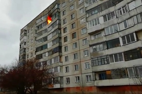 Во время пожара в квартире слышались хлопки