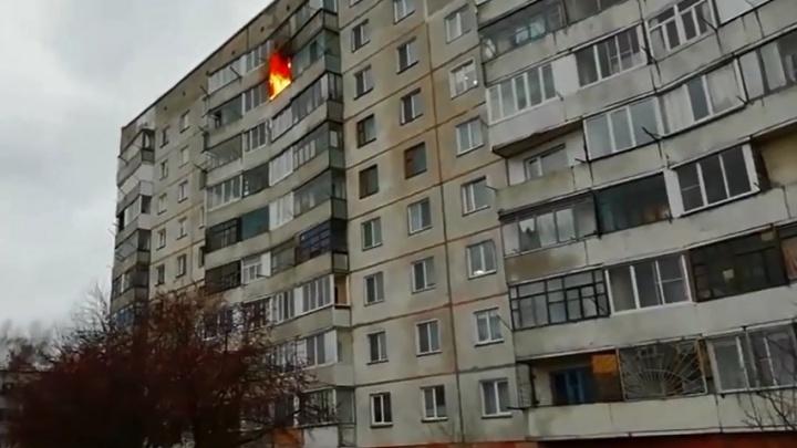 Житель посёлка под Новосибирском погиб в пожаре: во время тушения слышались взрывы