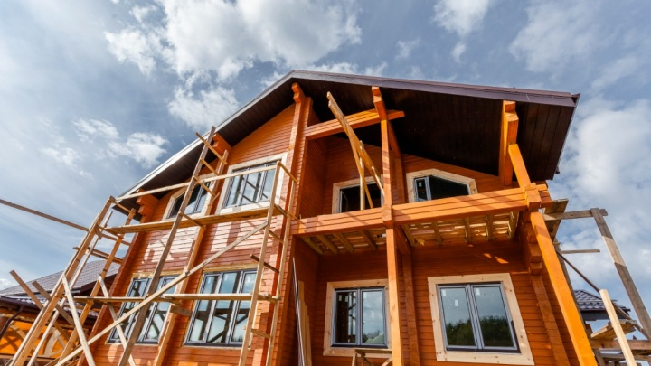 Построить дом зимой - легко: специалисты рассказали об особенностях зимней стройки