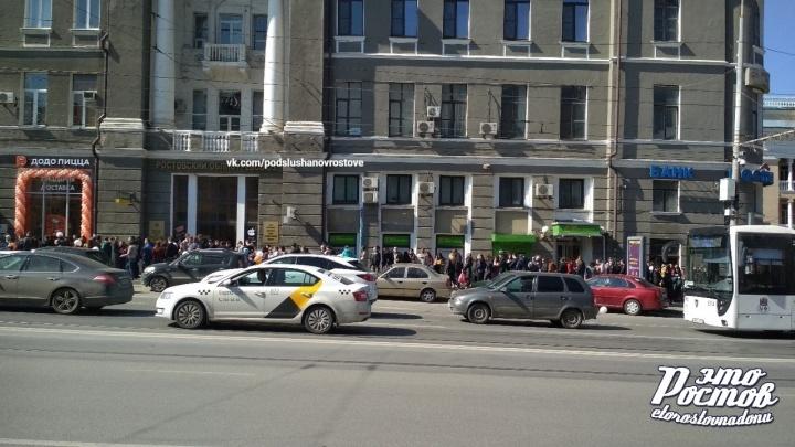 В центре Ростова за дешевой пиццей выстроилась очередь из ста человек
